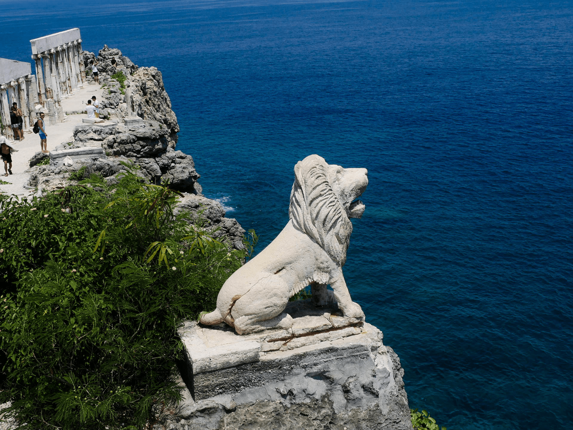 lion statue on fortune island nasugbu batangas philippines