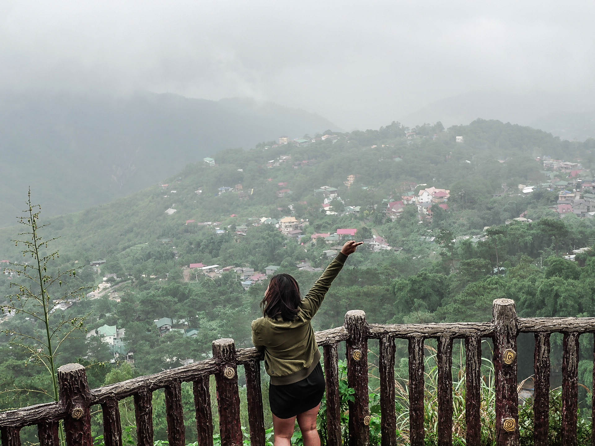 filipino girl waving at Mines View Park in baguio city philippines