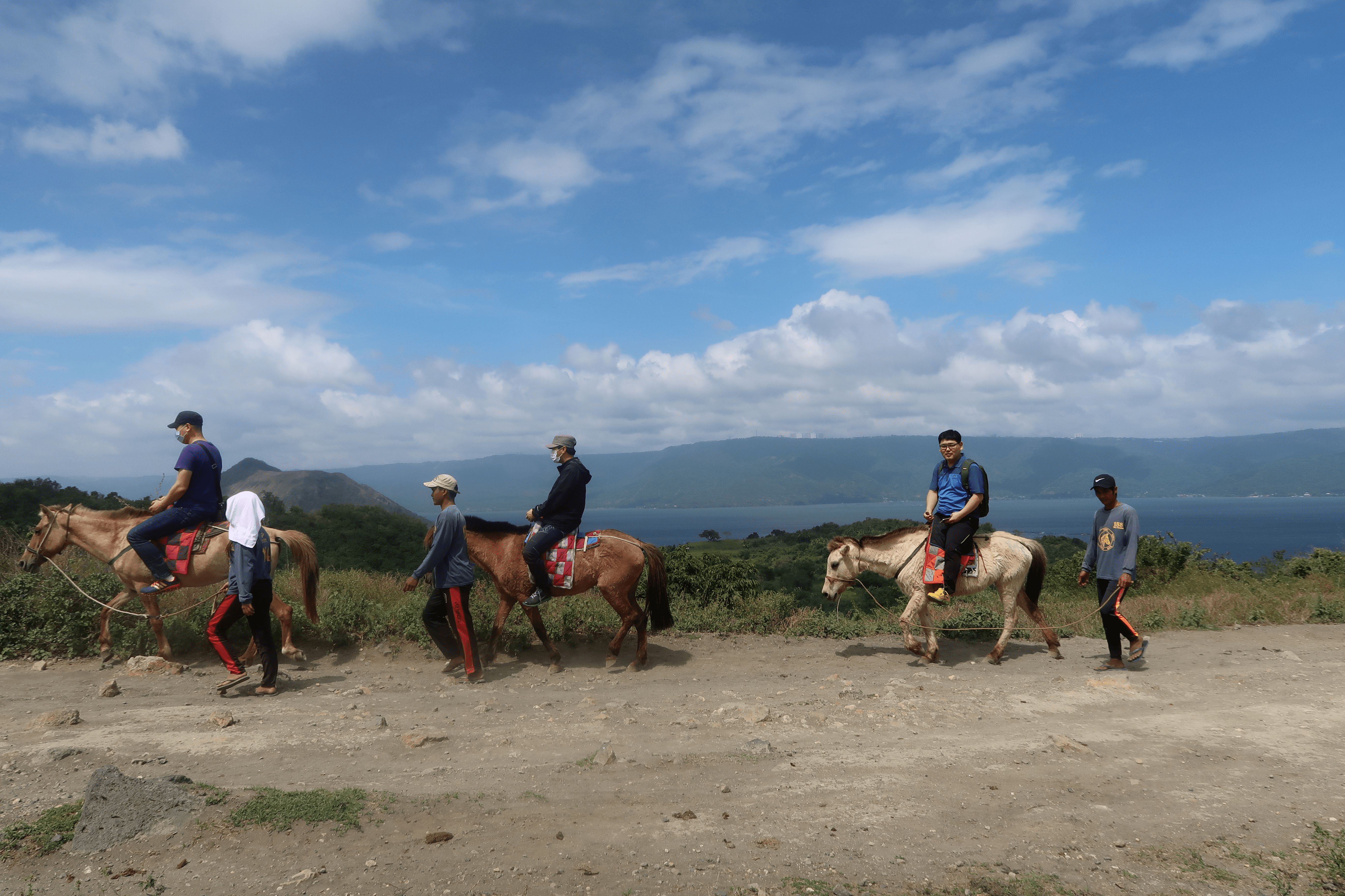 horses hiking up the volcano island towards taal volcano